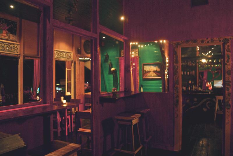 om-cafe-bocas-del-toro-panama-restaurante-4.jpg