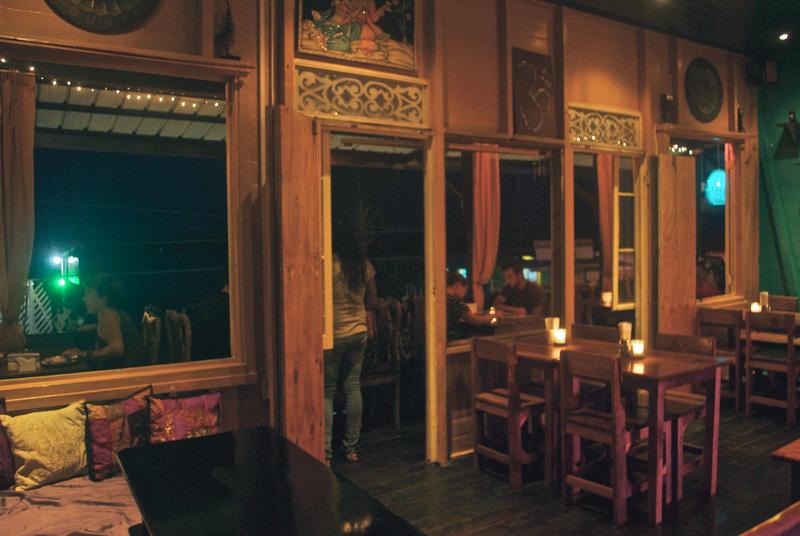 om-cafe-bocas-del-toro-panama-restaurante-5.jpg
