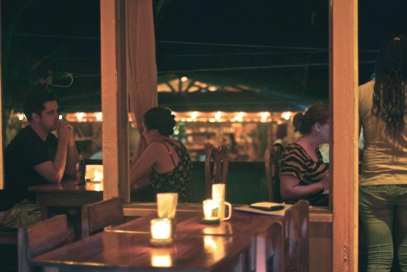om-cafe-bocas-del-toro-panama-restaurante-6.jpg